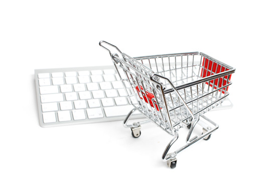 en indkøbsvogn og et tastatur